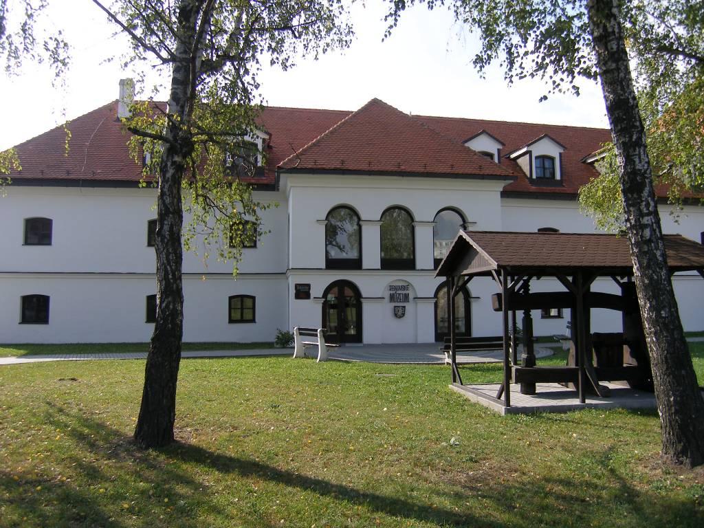 Levický hrad, Kapitánska budova, história, lexikon