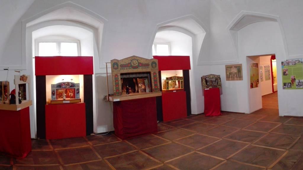 Expozícia bábok, Hrad Modrý Kameň, leikon. kultúra,