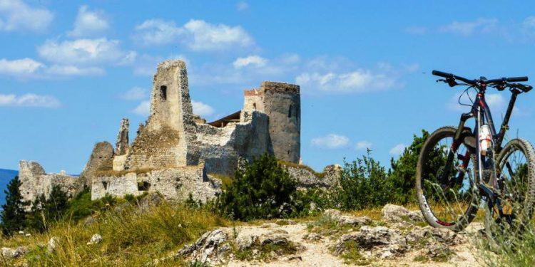 trenčín región, Čachtický hrad