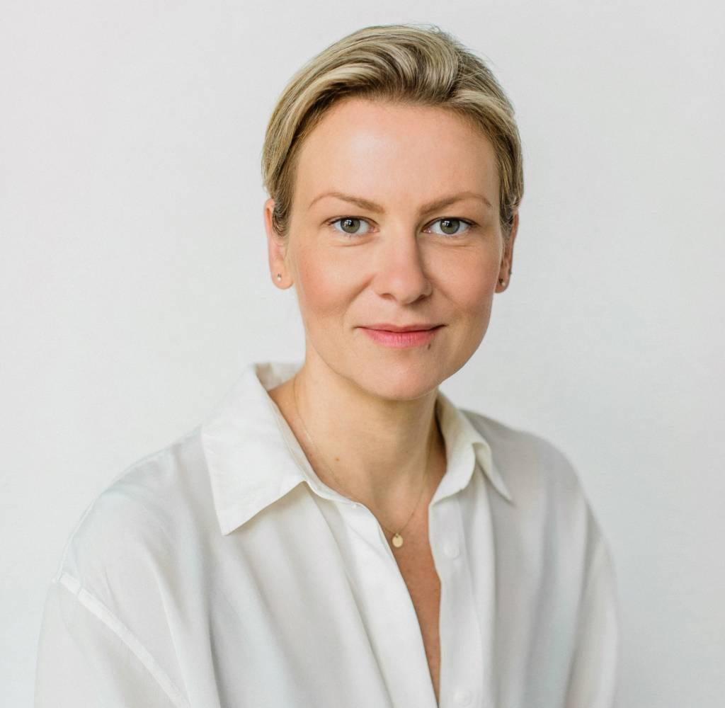 Eva Činčalová, Danubiana, Povrchy, lexikón